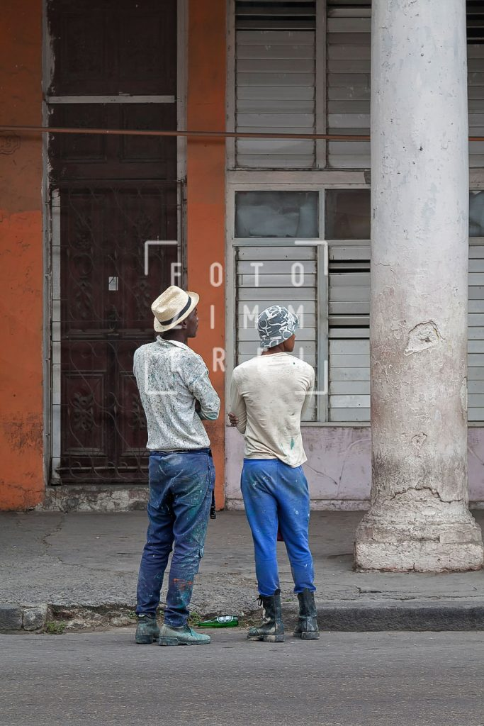 two men watching in Havanna